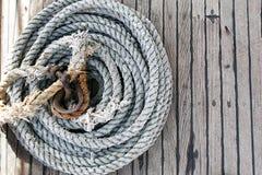 Hintergrundbeschaffenheit des aufgerollten Seils lizenzfreies stockbild