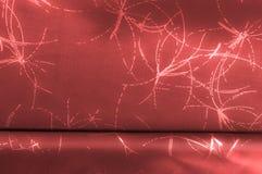Hintergrundbeschaffenheit, Muster Seidengewebe ist mit einem Muster rot Stockfotografie