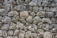 Hintergrundbeschaffenheit von einer natürlichen Felsenwand von den gepaßten Steinen errichtet ohne Mörser Stockfoto