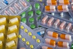 Hintergrundcollage von bunten Pillen und Kapseln des modernen medi Stockfotografie