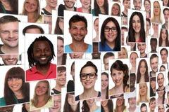 Hintergrundcollagen-Gruppenporträt von jungen lächelnden Leuten Stockfotos