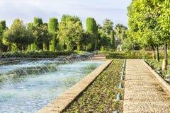Hintergrundlandschaftsansicht des Alcazar in Cordoba, Spanien Stockbild