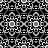 Hintergrundmuster mit weißes mehndi nahtlosen Spitze-Dekorationseinzelteilen auf schwarzem Hintergrund Lizenzfreie Stockfotografie