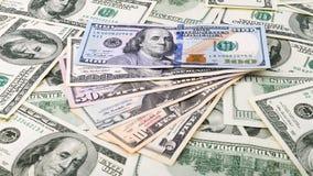 Hintergrundnahaufnahme-Reihen lockern amerikanisches Geld 5,10, 20, 50, neuer 100 Dollarschein auf Stapel US-Banknote Stockfotografie