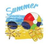 Hintergrundsommer mit Beschriftung, Ball, Sonnenbrille, Schiefer, Himmel Lizenzfreies Stockbild