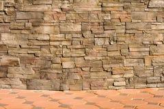 Hintergrundwand hergestellt von den Ziegelsteinen stark Stockbilder