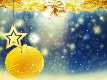 Hintergrundweihnachtsgoldverwischen blaue gelbe Herzballrotwildschnee-Sterndekorationen neues Jahr der Illustration Lizenzfreie Stockfotos