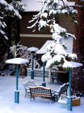 Hinterhof abgedeckt mit Schnee lizenzfreie stockfotografie