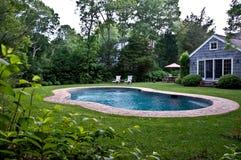 Hinterhof-Pool stockfotos