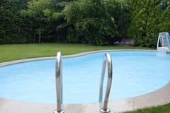 Hinterhof-Pool Stockfoto