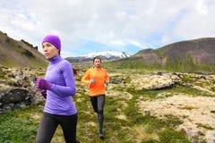 Hinterlaufende Leutecross country-Läufer lizenzfreies stockbild
