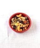 Hintermischung von trockenen Früchten und von Schokoladensplittern Lizenzfreie Stockbilder