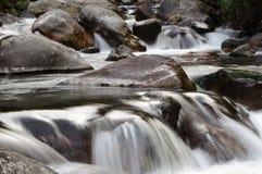 Hinunter den Fluss lizenzfreies stockfoto