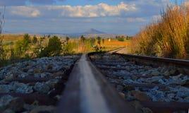Hinunter die Bahngleise Stockfotografie