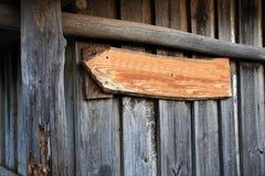 Hinweisende Tablette auf rustikalem Holz Lizenzfreie Stockbilder
