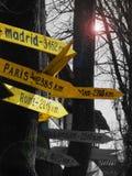 hinweisende Zeichen im Namen der Städte Stockfotografie