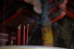 Hioen och dess rök royaltyfri foto