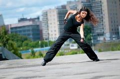 Hip-hop adolescente sopra il paesaggio urbano Fotografia Stock