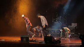 Hip Hop-dansersdansen op stadium stock video