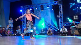 Hip-hop di dancing della ragazza archivi video
