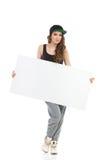 Hip-Hop-Mädchen, das leeres Plakat zeigt Stockbild