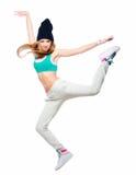 Hip-Hop-Tänzer, der hoch in die Luft lokalisiert auf weißem backgro springt Lizenzfreies Stockbild