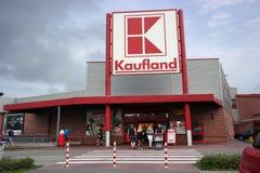 Hipermercado de Kaufland fotografía de archivo libre de regalías
