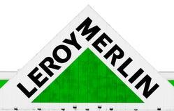 Hipermercado LeroyMerlin - frontón con insignia Imagen de archivo libre de regalías
