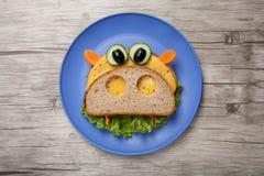 Hipopótamo feito do pão e dos vegetais foto de stock royalty free