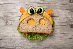 Hipopótamo feito do pão e dos vegetais Fotografia de Stock