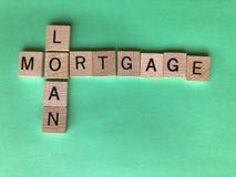 Hipoteca y préstamo, concepto creativo de las palabras fotos de archivo libres de regalías