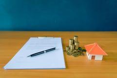 Hipoteczny kontrakt dla sprzedaży nieruchomości własność obrazy stock