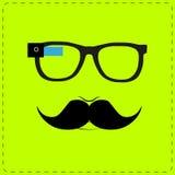 Hippie, der intelligente Gläser trägt Stockfoto