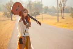 Hippie girl hitchhiking Royalty Free Stock Photography