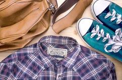 Hippie-Hemd, -schuh und -tasche Lizenzfreie Stockfotos