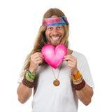 Hippie hermoso feliz que lleva a cabo un corazón del amor fotos de archivo libres de regalías