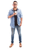 Hippie-Kerl, der etwas coffe trinkt Lizenzfreie Stockfotografie