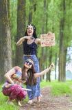 Hippie-Mädchen im Wald Stockfoto