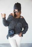 Hippie-Mädchenausstattung stockfotos
