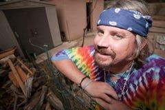 Hippie que inclina-se em uma porta Imagem de Stock