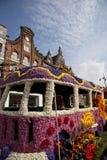 Hippiebus an der Blumenparade Stockfotos