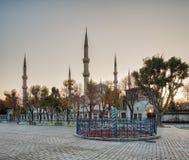 hippodrome Ormkolonn Blå moské (Sultan Ahmet Camii Mosque) i det Sultanahmet området av Istanbul i Turkiet arkivbild