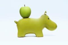 Hippopotame et pomme Photos libres de droits