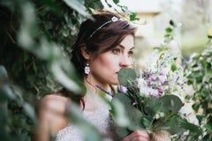 Hippy Boheemse jonge bruid Stock Foto's