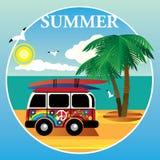 Hippys do ônibus no oceano e nas palmeiras Foto de Stock