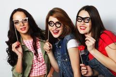 hipster καλύτεροι φίλοι κοριτσιών έτοιμοι για το κόμμα Στοκ εικόνα με δικαίωμα ελεύθερης χρήσης