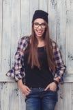 Κορίτσι Hipster στα γυαλιά και το μαύρο beanie Στοκ φωτογραφία με δικαίωμα ελεύθερης χρήσης