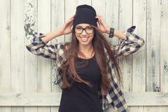 Κορίτσι Hipster στα γυαλιά και το μαύρο beanie Στοκ εικόνες με δικαίωμα ελεύθερης χρήσης