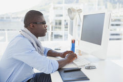 Hipster businessman working at his desk Royalty Free Stock Photos