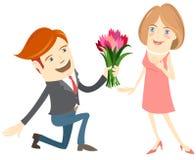 Hipster grappige man die gevend bloemen aan de glimlachende vrouw knielt Royalty-vrije Stock Foto